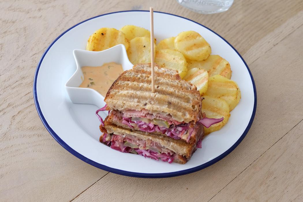 Le reuben sandwich